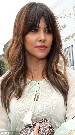 fringe bangs dark auburn highlightsKourtney Kardashian gets longer hair extensions and auburn xM4DRFOi