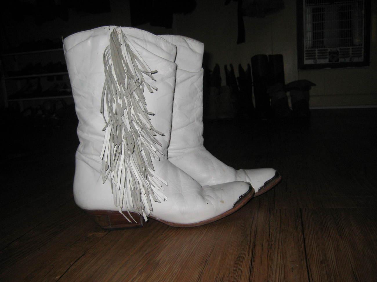 white fringe leather bootsGoodbuy of the Day  Vintage White Leather Fringe Cowboy Boots 10 JIQiImqx